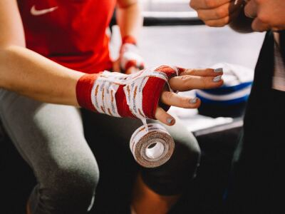 athlete wrapping hand.jpg