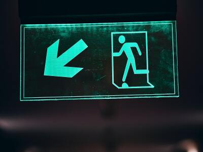 green and white pedestrian sign