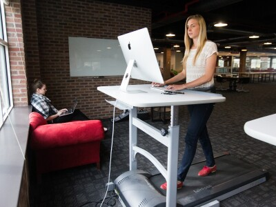 People on treadmill desks perform tasks nearly as well as those sitting