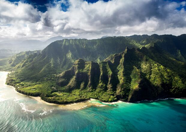 Image of Hawaiian mountain range overlooking the ocean