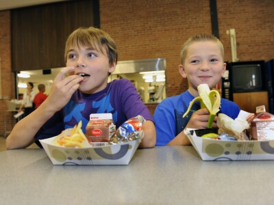 Study: Eat school lunch after recess