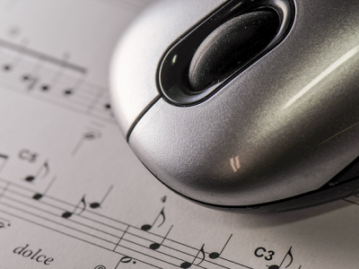 Sheet-music-and-mouse.png