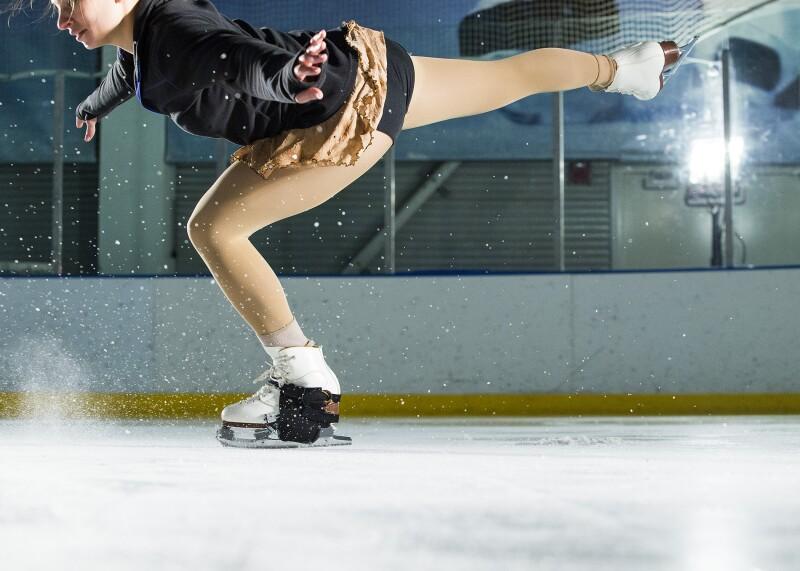 фото как сделать первые шаги на льду помощью разных бигуди