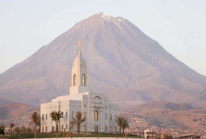 The Arequipa Peru Temple stands in front of a mountain.