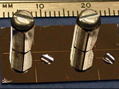 Light Pipes Detect Vapors