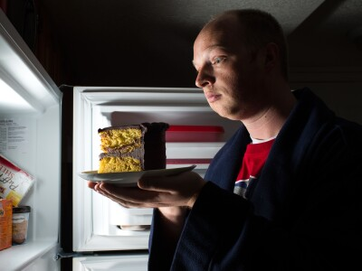 Late-night snacking: Is it your brain's fault?