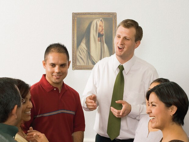 Photo of several students and a teacher having a conversation