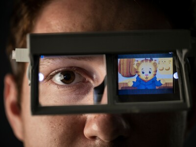 Animation-streaming glasses to help children with autism establish eye contact