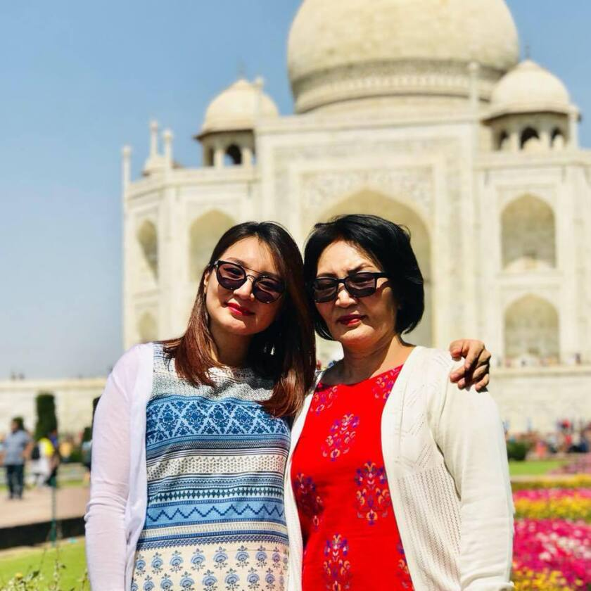 Eroolkhuu Dalaikhuu and her mother stand in front of the Taj Mahal.