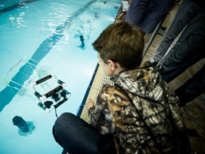 Build an underwater robot, learn STEM subjects